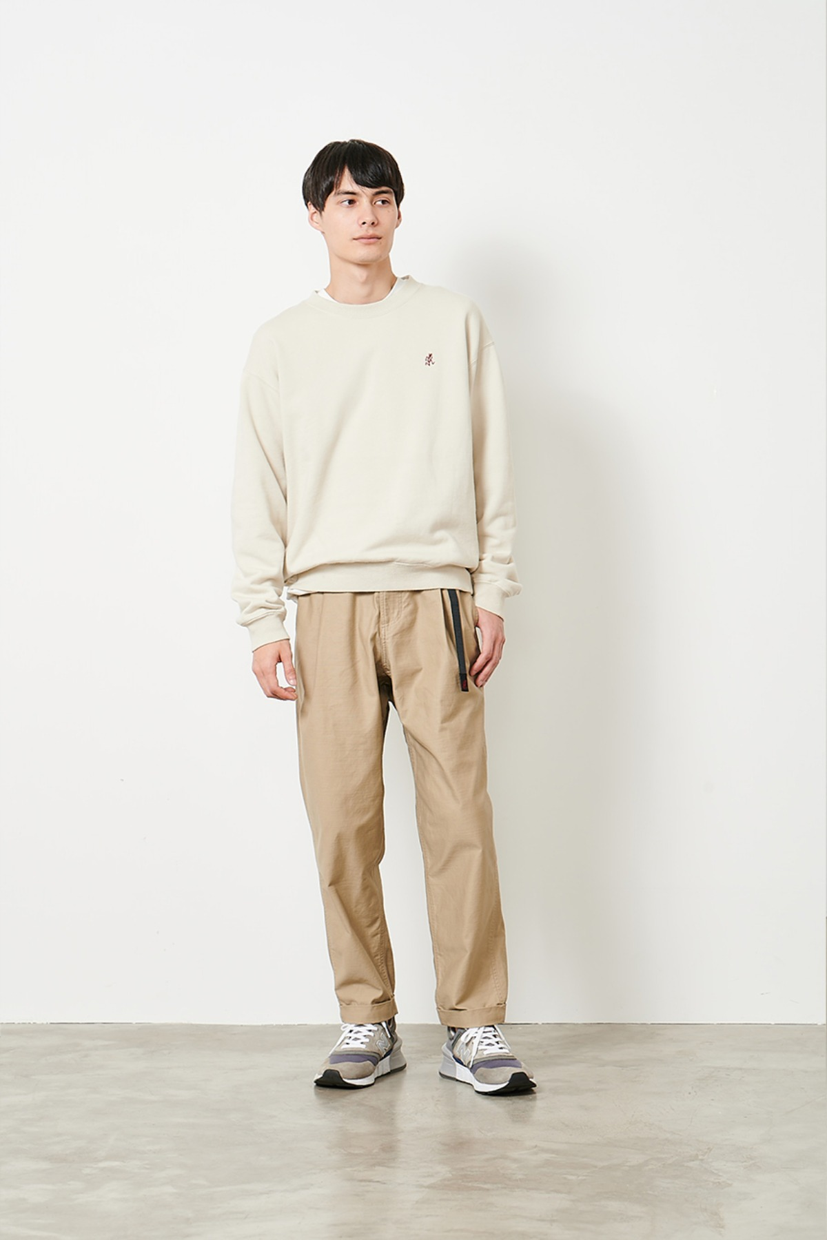 BACK SATIN TUCK TAPERED PANTS DESERT