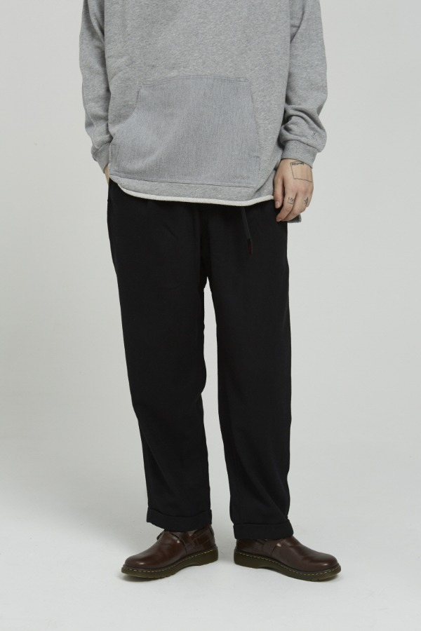 WOOL BLEND TUCK TAPERED PANTS BLACK